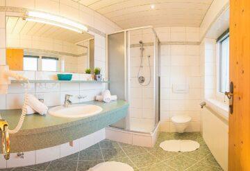 zimmer-bad-doppelzimmer